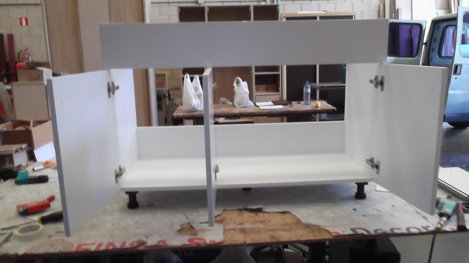 armario-blanco-bajo-carpinteria-zaballa-sondika