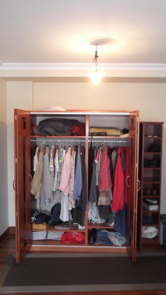 armario-corredero-plegable-abierto-carpinteria-zaballa-sondika