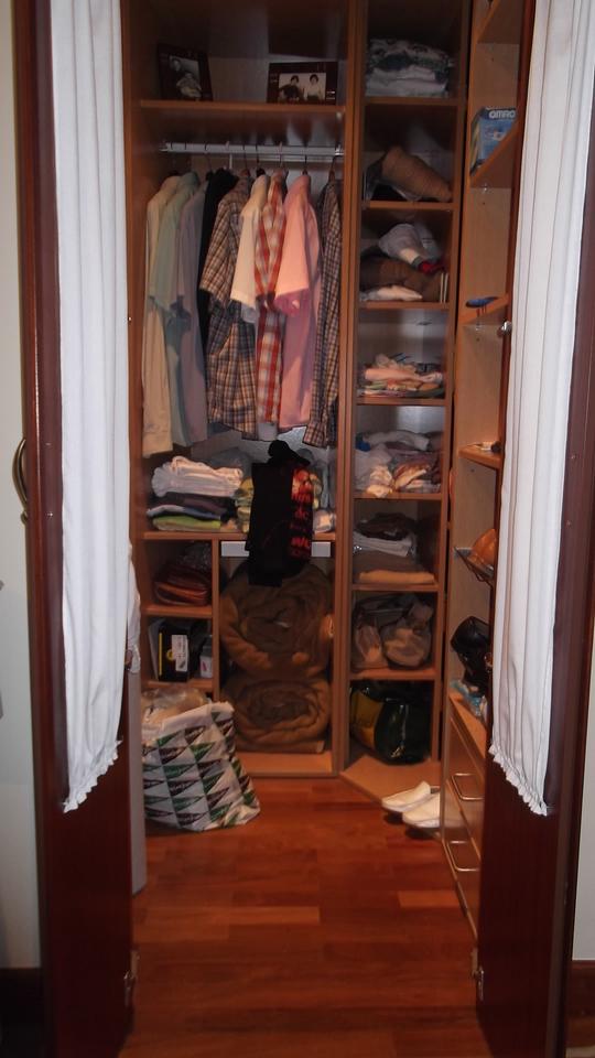 armario-de-vidrio-abierto-carpinteria-zaballa-bilbao