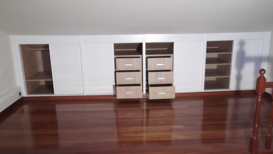 armario-lacado-abuardillado-abierto-carpinteria-zaballa-sondika