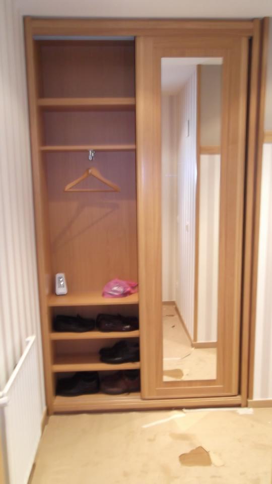 armario-roble-2-dos-puertas-abierto-carpinteria-zaballa-bilbao