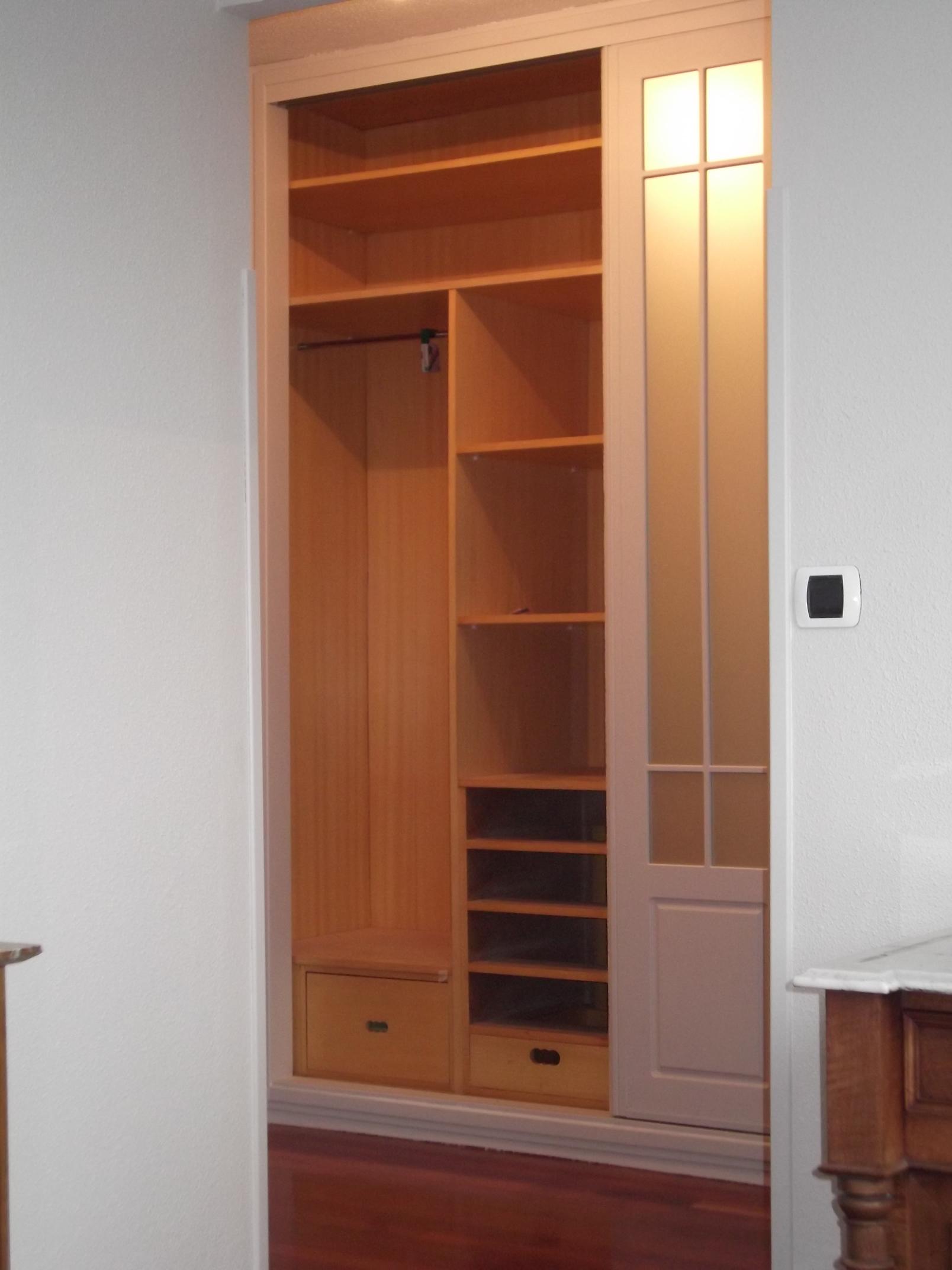 armario-vidriera-abierto-carpinteria-zaballa-bizkaia