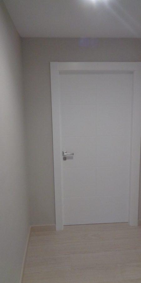 puerta-blanca-rayada