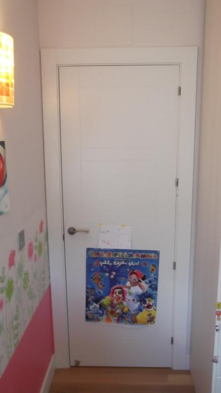 puerta-lacada-rayas-carpinteria-zaballa